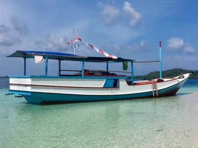 cocohuts_local boat