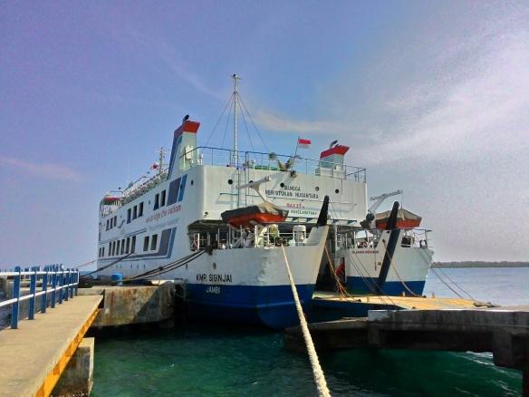 kapal ferry siginjai